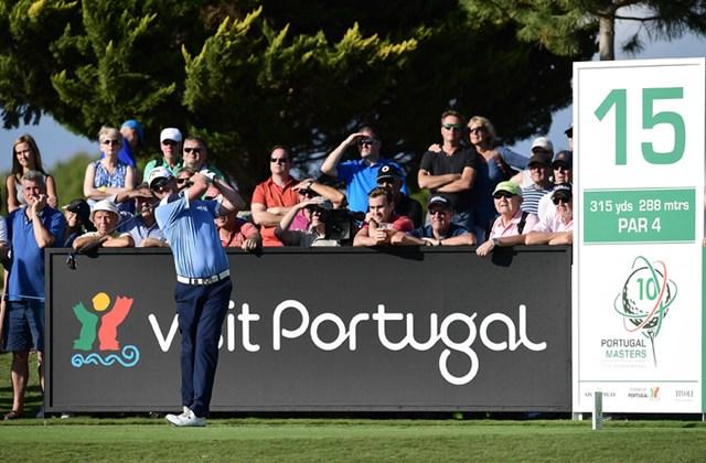 2016年 ポルトガルマスターズ 初日 マーク・ウォーレン 8アンダー「63」をマークして首位発進を決めたマーク・ウォーレン (Photo by Stuart Franklin/Getty Images)