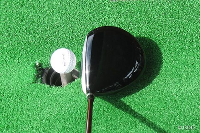 本間ゴルフ TOUR WORLD TW737 450 ドライバー 構えたときの画像