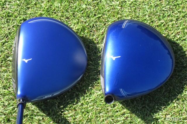 JPX900(左)と前作JPX850(右)を比較。前作に比べて、クラウン部の塗装は艶消しになり、シャローフェースの印象が色濃くなった