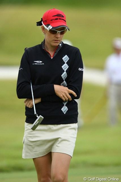 2009年 日本女子プロゴルフ選手権コニカミノルタ杯 2日目 ニッキー・キャンベル オーストラリア カラ キマシタ。サムイネ・・・ニッポン。でも、まだセーターを着るほどでは無いかと・・・。