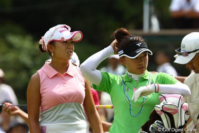 2009年 日本女子プロゴルフ選手権コニカミノルタ杯 2日目 佐伯三貴と有村智恵 「私の頭のお団子にさわらないでっ!」「えっ、私達、そんな仲だったの・・・。」