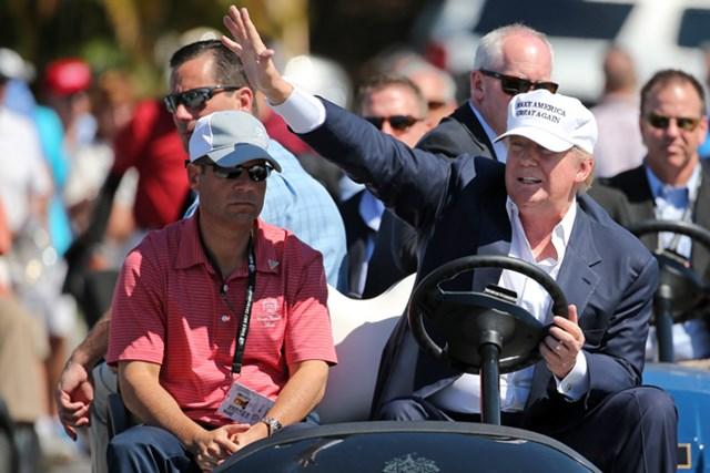 大統領予備選の最中、ドナルド・トランプ氏は3月「キャデラック選手権」の会場に姿を現した(Mike Ehrmann/Getty Images)