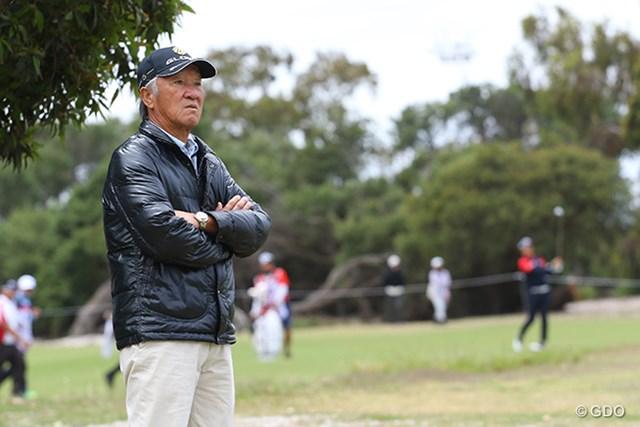 JGTOの青木会長は日本チームのプレーを鋭い眼差しで見ていた