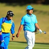 ミスターカシオが巻き返し!おっ、キャディは森田理香子プロのエースキャディさんですね。 2016年 カシオワールドオープンゴルフトーナメント 2日目 小田孔明