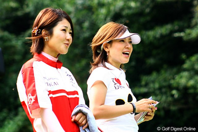 注目の中、次姉の千里さんと二人三脚でプロデビュー戦に臨む竹村真琴