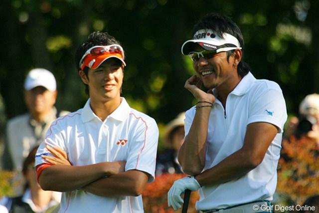 矢野東&石川遼 ティグラウンドで談笑する場面が多かった首位タイの矢野東と石川遼