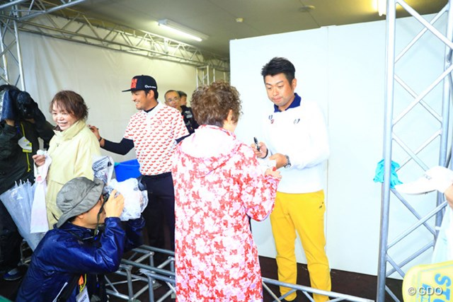 2016年 カシオワールドオープンゴルフトーナメント 最終日 池田勇太 正岡竜二 優勝争いを演じた2人もサイン会に。