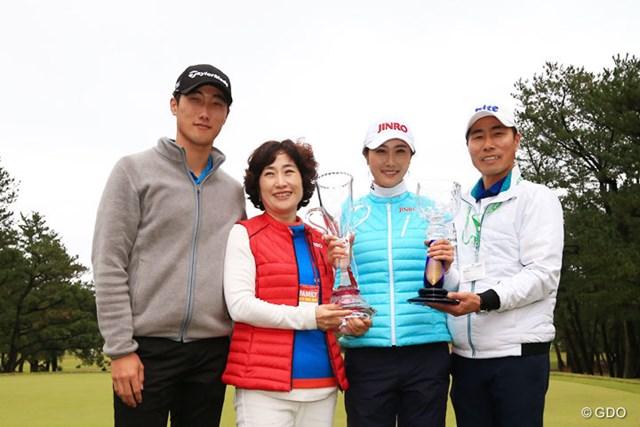 2016年 LPGAツアー選手権リコーカップ 最終日 キム・ハヌル ファミリーで記念撮影