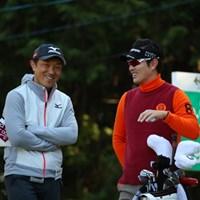 こうして話していると佐藤プロも出場しているようだ。 2016年 ゴルフ日本シリーズJTカップ 2日目 佐藤信人&金亨成