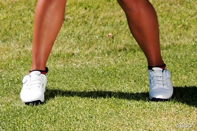 見た目にはわからないが、プロの靴の中では大きな動きが…