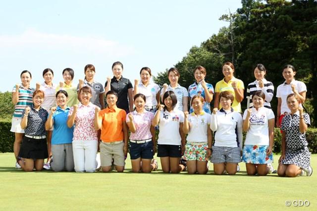 2016年 LPGA新人戦 加賀電子カップ 事前 集合写真 今年プロテストに合格した新人プロ21名が出場する。
