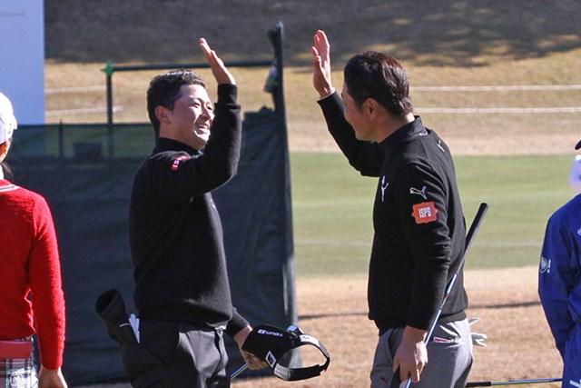 最終組の谷原秀人と片岡大育は粘りのパーで勝ち点1を獲得。JGTOが1位で後半戦へ折り返した