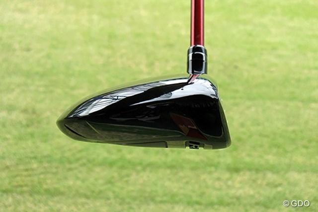 プロギア RED フェアウェイウッド トウ側から見た画像 ヘッドは平べったく、ボールが上がりやすい形状