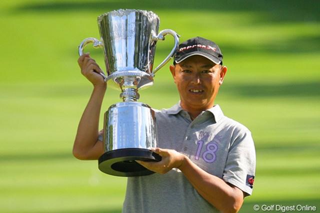 中嶋常幸を振り切りツアー15勝目、ANAオープン初優勝を飾った谷口徹