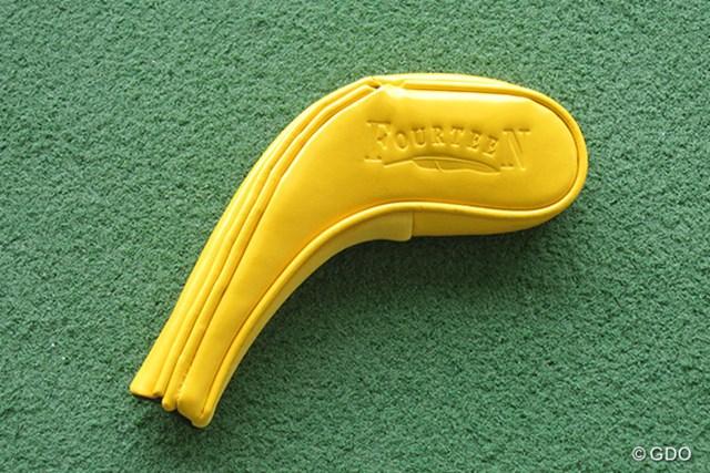 """フォーティーン HI-877 ユーティリティ ヘッドカバー ヘッドカバーも黄色で""""バナナ""""感を出している"""