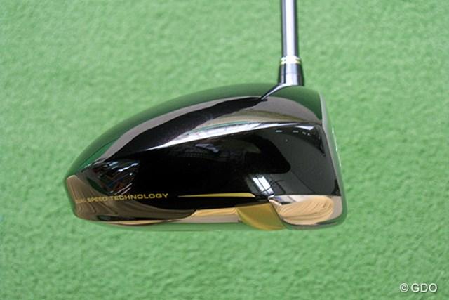 ヘッド後方が低いシャローバック形状のため、ボールが上がりやすい