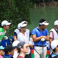 メイン組で回る池田勇太、ソン・ヨンハン、アダム・スコットの3選手。多くのギャラリーが帯同する 2017年 SMBCシンガポールオープン 初日 池田勇太、ソン・ヨンハン、アダム・スコット