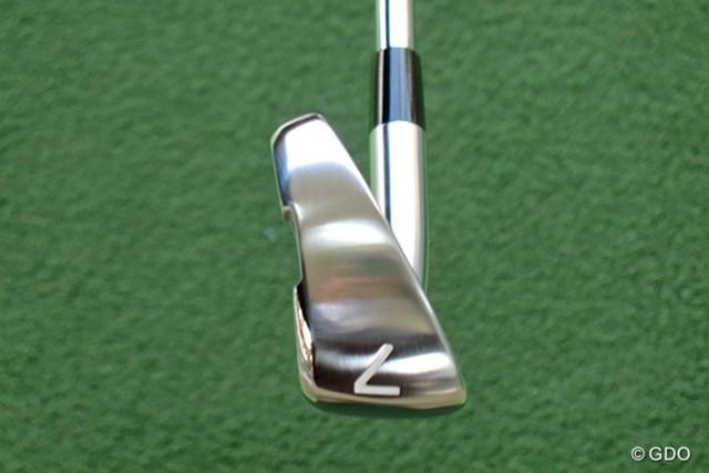 ソール幅が広く、アベレージゴルファーも安心の設計だ