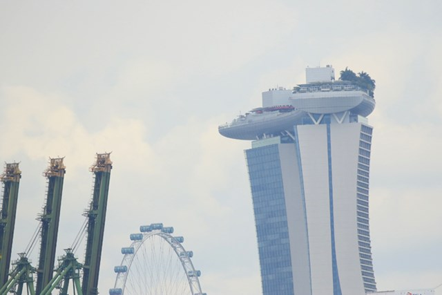 2017年 SMBCシンガポールオープン 3日目 ビル 屋上がすごいことになっている高層ビル
