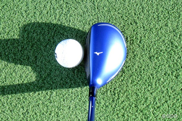 ミズノ JPX900 ユーティリティ 新製品レポート 構えたときの画像 ブルーのカラーリングが鮮やか