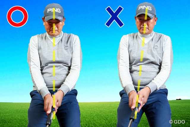 テークバックの違い/(左)ボールに目線、(右)ヘッドに目線
