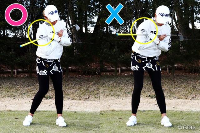 ×こすり球気味の人(右)は、右肩が前に突っ込みすぎ