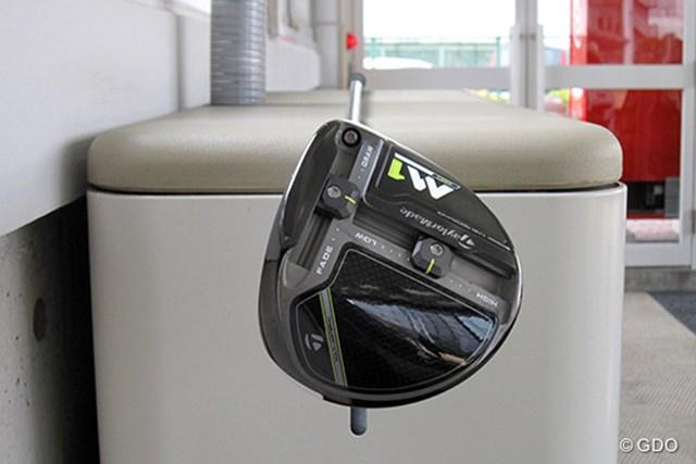 テーラーメイド M1 460 ドライバー 新製品レポート 重心角をチェック 重心角は一般的なクラブに比べて小さめ。ボールのつかまりを抑えた設計だ