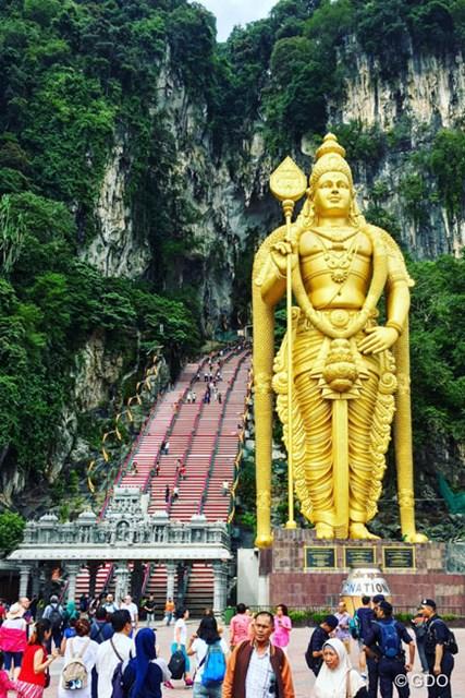 今週はマレーシア。クアラルンプールの北にあるヒンズー教の聖地にも行ってきました