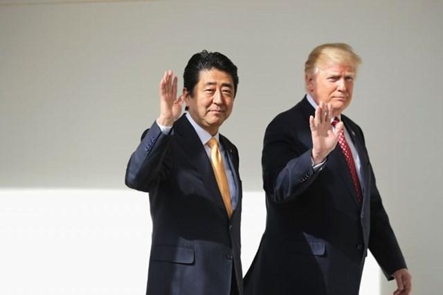 ベールに包まれた日米ゴルフ外交。2人のスコアが気になる…(Chip Somodevilla/Getty Images)