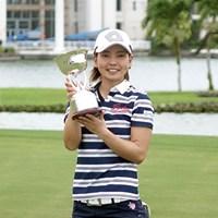 26歳の小宮満莉花がプロ初優勝。ライバルたちからも祝福を受けた 2017年 グアム知事杯女子ゴルフトーナメント 最終日 小宮満莉花