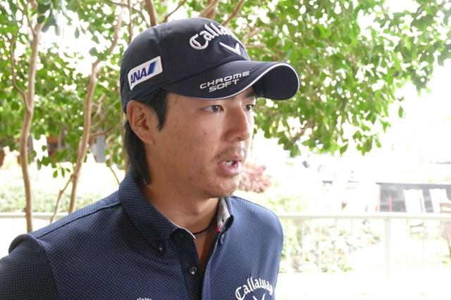 真剣な表情でインタビューに応える石川遼。ツアー屈指の難コースに挑む