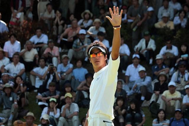 2009年 プレーヤーズラウンジ 石川遼 他の競技者のプレーを妨げるギャラリーを制する石川遼