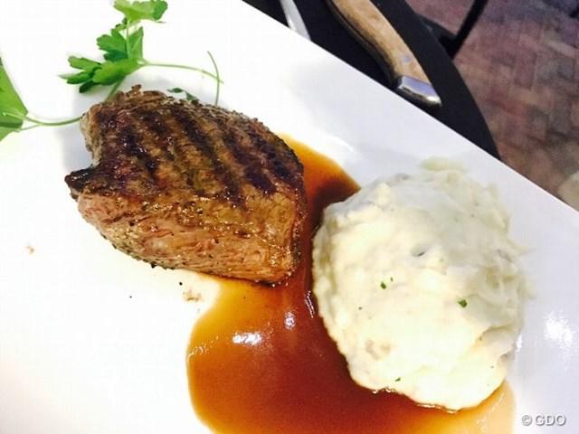 ジューシーなステーキ。写真でも美味しさが伝わるかな?