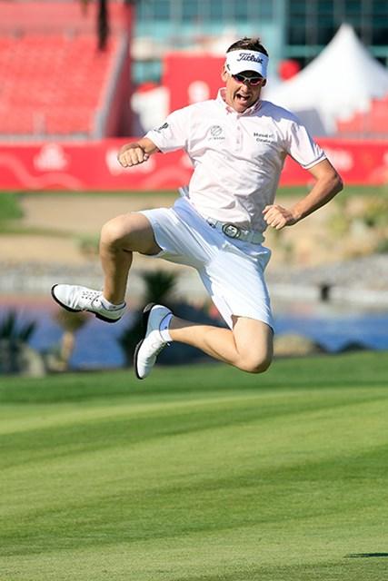 欧州ツアーの練習ラウンドはすでに短パン解禁。飛び跳ねるポールター(David Cannon/Getty Images)