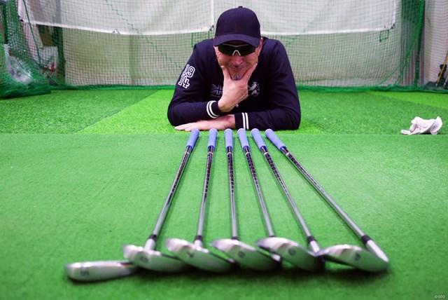 コブラ キングフォージドツアーアイアン ワンレングス マーク金井試打 全ての番手が同じ長さ、同じ重さ、そして同じ振動数。すべて同じようにスイングできれば、距離が打ち分けられる