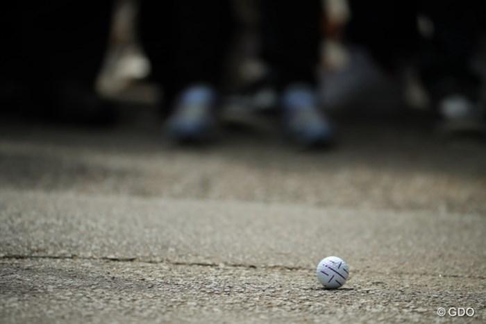 なんとボールは道路の上に。 2017年 ダイキンオーキッドレディスゴルフトーナメント 最終日 大城さつき