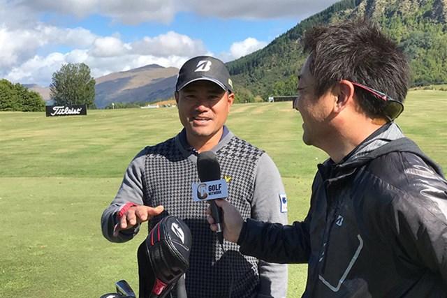 ゴルフネットワークのインタビューに応じる宮里優作