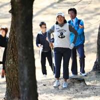 この状況からフックをかけてグリーンへ一直線!やっぱプロってすげ~ 2017年 ヨコハマタイヤゴルフトーナメント PRGRレディスカップ 2日目 原江里菜