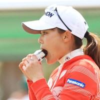 おにぎりをパクリ! 2017年 ヨコハマタイヤゴルフトーナメント PRGRレディスカップ 最終日 藤崎莉歩