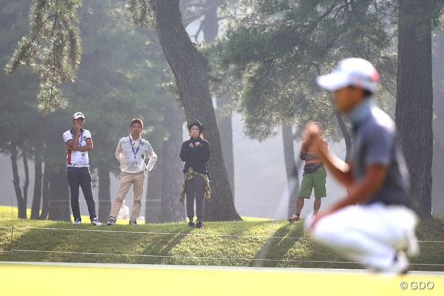 2015年アジアパシフィックダイヤモンドカップゴルフ初日に小平智を応援する古閑美保