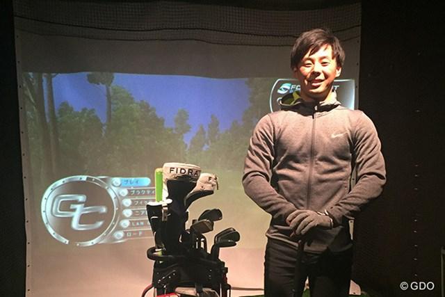 シミュレーションゴルフ 24時間ゴルフ漬けの生活を送る高木。平日はシミュレーションで練習する