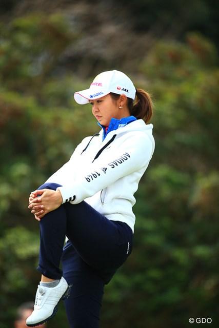 2017年 アクサレディスゴルフトーナメント in MIYAZAKI 初日 松森彩夏 今日も本当に寒い。体は入念に伸ばして温める