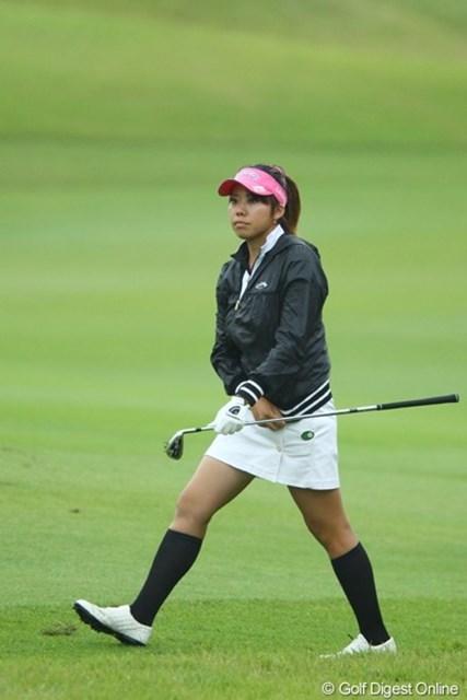 2009年 日本女子オープン 2日目 新井麻衣 雨が降っても元気にミニスカです。