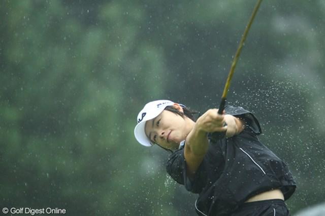 2009年 日本女子オープン 2日目 チ・ウンヒ 水浴びをした後の犬のように、水しぶきが飛んでます。