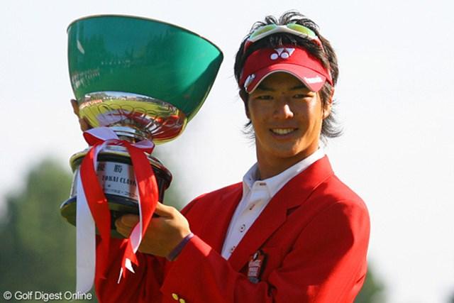 最終ホールでのスーパーショットでホスト大会初制覇を遂げた石川遼