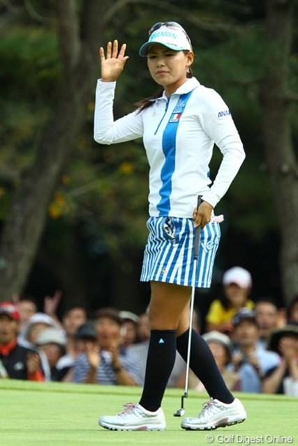 2009年 日本女子オープン最終日 横峯さくら 1番ロングホールで「おはようイーグルっ!!」しかし、この淡々とした表情でした。