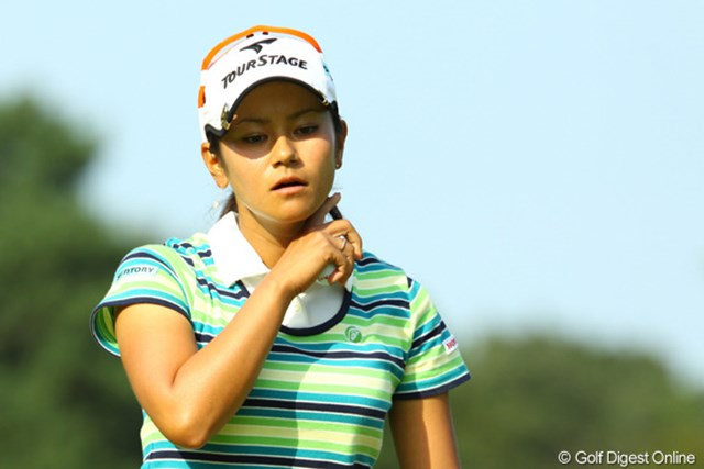 2009年 日本女子オープン最終日 宮里藍 13番、長いパーパットを決めて、冷や汗を拭う。最後までギャラリーを魅了するゴルフでした。