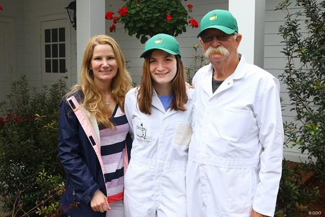 ヒゲの名キャディ、フラフの家族を紹介。真ん中が娘さんのボビー、左が奥さんのミシェルさんです