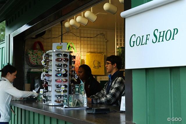 クラブハウス近くにあるメインショップとは別に、コース内にも数箇所、キヨスクのようなお土産ショップがある