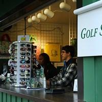 クラブハウス近くにあるメインショップとは別に、コース内にも数箇所、キヨスクのようなお土産ショップがある 2017年 マスターズ 初日 ゴルフショップ